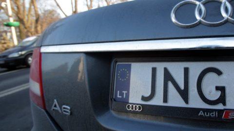 """Фіскальна служба роз'яснила нові правила ввезення авто на """"євробляхах""""."""